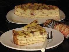 Reteta culinara Prajitura cu pere si gris din categoriile Dulciuri diverse, Prajituri. Cum sa faci Prajitura cu pere si gris