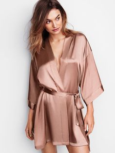 Shop our kimonos and robes to get a sexy lounge look. From black and white, to long and short kimonos, Find the robe that's right for you at Victoria's Secret. Cute Sleepwear, Sleepwear Women, Pajamas Women, Night Outfits, Cute Outfits, Fashion Outfits, Outfit Night, Night Suit For Women, Textiles Y Moda
