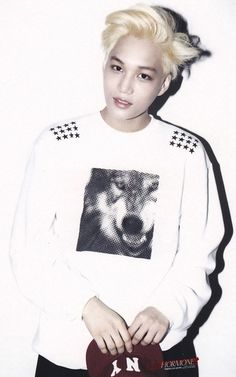 hmmm blonde never suited him but he looks handsome here