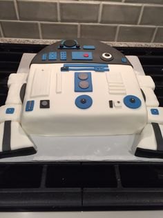 R-2-D-2 cake