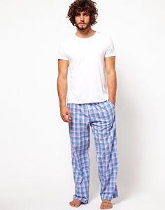 Sec 5 y 6 pantalón de pijama azul con cuadros y playera blanca/gris