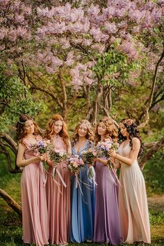 Who wants a sister portrait as beautiful as this? A fairy tale come true moment filled with magic! » Praise Wedding Community