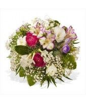 Friends residing abroad? Surprise with a quick online flower delivery!