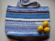 Great roundup of FREE Crochet Tote Bag Patterns! - Lacy V Shopping Bag ༺✿Teresa Restegui http://www.pinterest.com/teretegui/✿༻