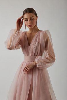 Elegant Outfit, Classy Dress, Elegant Dresses, Casual Dresses, Fashion Dresses, Fancy Wedding Dresses, Pretty Prom Dresses, Bohemian Wedding Dresses, Fairytale Gown