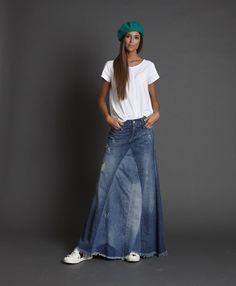 Making Jean skirts Fashion Mode, Denim Fashion, Boho Fashion, Fashion Outfits, Fashion Shirts, Modest Fashion, Mode Outfits, Skirt Outfits, Long Denim Skirt Outfit