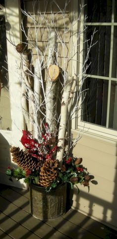 Gorgeous 45 Awesome Christmas Front Porch Decor Ideas https://homeylife.com/45-awesome-christmas-front-porch-decor-ideas/