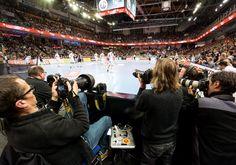 Der HC Erlangen will am Pfingstmontag den Zweitliga-Zuschauerrekord der Füchse Berlin knacken. Dazu lädt der Tabellenführer beim Spiel gegen TUSEM Essen alle Handballfans in die Arena Nürnberger Versicherung ein #hce #Handball #erlangen #hlstudios #hcerlangen #einteameinziel #ArenaNuernbergerVersicherung  #wirkommenwieder