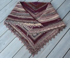 VÅRLI : Taiga sjal - varmt og mykt heklet sjal Poncho Shawl, Crochet Poncho, Crochet Scarves, Free Crochet, Shrug Pattern, Free Pattern, Yarn Projects, Crochet Accessories, Crochet Patterns