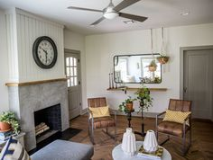 Fixer upper giraffe house living room joanna gaines design, chip and joanna Living Room With Fireplace, My Living Room, Living Room Chairs, Living Room Interior, Interior Livingroom, Farmhouse Interior, Farmhouse Furniture, Home Furniture, Farmhouse Decor