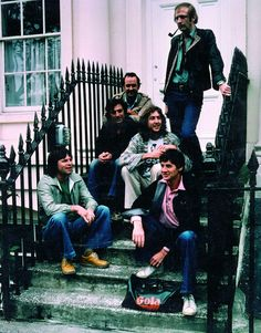 Graham Chapman, John Cleese, Terry Jones, Eric Idle, Michael Palin, Terry Gilliam ...   MONTY PYTHON