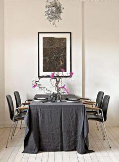 Spisestue  Table, grey, pink Table, Pink, Rome, Tables, Pink Hair, Desk, Tabletop, Roses, Desks