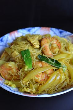 Singapore (curry) rice noodles. Oh man ive been looking for this recipe!!