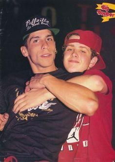 DANNY WOOD & JOEY MCINTRYE pinup – Brotherly hug! ZTAMS