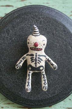 Cute in wool Scary Halloween, Vintage Halloween, Fall Halloween, Halloween Crafts, Handmade Toys, Handmade Art, Black Iris, Voodoo Dolls, Pet Costumes