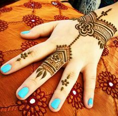 To make your celebrations even more beautiful, here are easy mehandi design tutorials for applying perfect henna pattern for your any occasion. Arabic Bridal Mehndi Designs, Stylish Mehndi Designs, Mehndi Designs For Girls, Beautiful Mehndi Design, Latest Mehndi Designs, Arabic Mehndi, Beginner Henna Designs, Simple Mehndi Designs, Mehndi Fingers