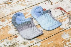 These women's socks slippers are knitted from 100% wool. They are warm and very cozy. This is a great gift idea. Can be hand wash or gentle in cool water.  Size: EUR 38-39 READY TO SHIP*  100% Wool Yarn 100% Handmade  If you would like me to knit you some socks or have any questions pleas...