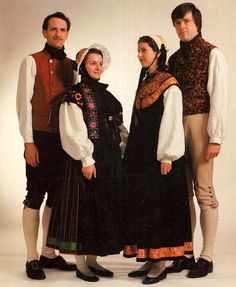 Folk Costumes of Germany. Mecklenburg-Vorpommern.  This State is also not divided into districts, but is historically made up of Mecklenburg, which comprises the western two thirds of the State, and Vorpommern, or Cispomerania, which lies in the east.