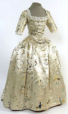 Chinese silk dress from the 18th century