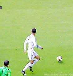Soccer Jokes, Soccer Gifs, Real Madrid Cristiano Ronaldo, Isco Alarcon, Disney Hair, Champions League, Goals, Naruto Uzumaki, Sports