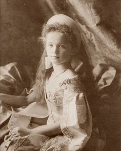 Olga Romanov, oldest daughter of Tsar Nicholas ll. This is one of my favorite pictures of her.