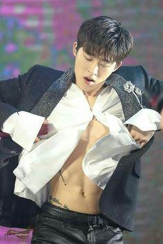 "- ""Oh my"" - dropped my phone in my face. Kim Hanbin Ikon, Chanwoo Ikon, Ikon Kpop, Yg Entertainment, Bobby, Ikon Leader, Winner Ikon, Ikon Wallpaper, My Bebe"