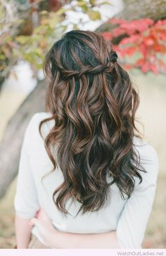 Half up half down hair are an amazing way to maintain your hair in place and fancy without having to get a really formal hairstyle.