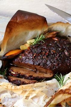 Vegan Greek-Style Roast // This flavorful meatless roast can be the centerpiece of your holiday table. We bet your meat-lover friends will be surprised to learn that it's vegan! | The Green Loot ... #vegan #veganrecipes #veganchristmas #veganchristmasdinner #christmasrecipes