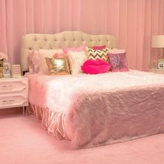 Totally Too Faced pink bedroom! #toofaced