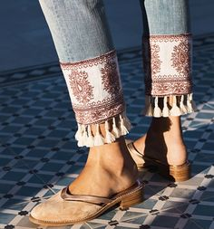 Spread the loveLatest Fashion Trends – This casual outfit is perfect for spring break or the Fall. 34 Amazing Street Style Outfits Every Girl Should Have – Latest Fashion Trends – This casual outfit is perfect for spring break or the Fall. Diy Jeans, Diy Shorts, Jeans Pants, Jeans Refashion, Denim Fashion, Boho Fashion, Womens Fashion, Fashion Design, Embellished Jeans