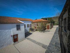 Casa de Campo Morgadio da Calcada, Provesende, incluindo comentários — Booking.com Portugal, Douro, Hotel Reservations, 1, House Styles, Home Decor, 17th Century, Small Rooms, Cozy