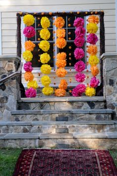 décor cérémonie mariage avec pompons                                                                                                                                                     Plus