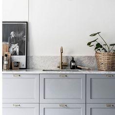 A Nordic monochromatic kitchen dream, via @nordic_design. Designer unknown.