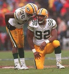 The Packers best strong safety and defensive end of all time. Packers Baby, Go Packers, Packers Football, Football Memes, School Football, Greenbay Packers, Football Season, Green Bay Packers Players, Green Bay Football