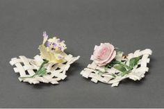 Cute Favor Raft style in Capodimonte porcelain finely decorated with roses or orchids composition placed on a base of stems entirely handmade by the artist.          When purchasing, please indicate in the text field located at the bottom of the order page, which products you are interested in (right or left).          Dimensions cm.9x9x4