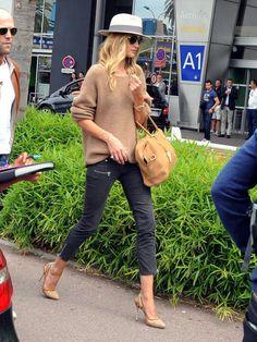 Rosie Huntington-Whiteley na lotnisku w Nicei, fot. East News
