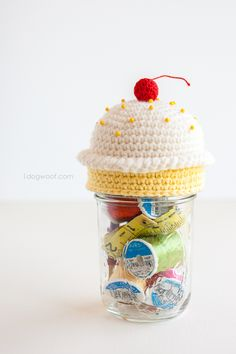 Top off a mason jar sewing kit with a cute crochet cupcake pincushion | www.1dogwoof.com