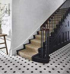Black Staircase, Staircase Runner, Staircase Design, Black Banister, Stair Runners, Banisters, Black Hallway, House Stairs, Carpet Stairs