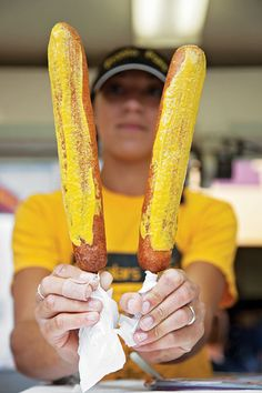 Now thats what Im talkin' bout!  Foot long corn dogs!