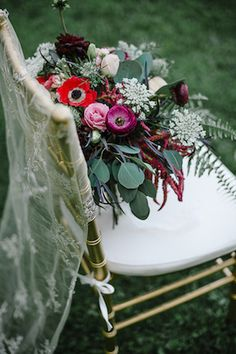 Floral-themed bridal boudoir | Destiny Dawn Photography | see more on: http://burnettsboards.com/2015/07/sweet/