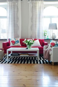 Feature Rug Red Couch DecoratingRoom