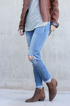 black and brown outfit, casual outfit, boots and jeans, simply sutter