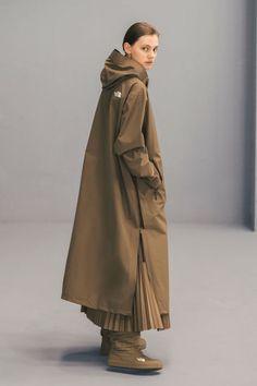 HYKE x The North Face definieert comfort door middel van techwear - Women's Winter Fashion Look Fashion, Fashion Show, Womens Fashion, Fashion Tips, Fashion Design, Fashion Black, Fashion Online, Fashion Boots, Fashion Brands