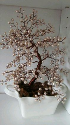 Copper wire tree - with beads - gives a shining result
