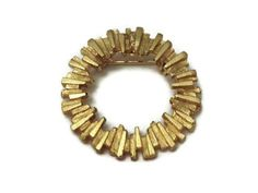 Vintage Textured Gold Tone Round Pin Brooch by ToppyToppyKnits