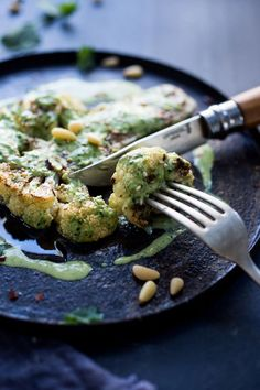 Zaatar Roasted Cauliflower Steaks with Green Tahini Sauce - a simple delicious vegan meal full of Middle Eastern flavors! Healthy Recipes, Whole Food Recipes, Vegetarian Recipes, Cooking Recipes, Tofu Recipes, Detox Recipes, Cooking Tips, Roasted Cauliflower Steaks, Cauliflower Recipes