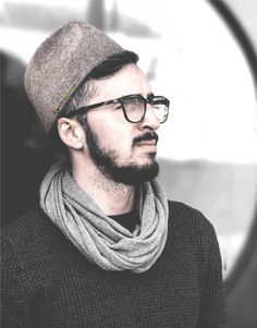 IKIYO is an independent design studio who believe that ethical, contemporary and modest fashion can co-exist in the same space. IKIYO produces contemporary wool kufi hat designed for modern Muslim men. Blur Photo Background, Muslim Men, Hipster, Mens Caps, Vintage Pictures, Hats For Men, Modest Fashion, Dapper, Winter Hats