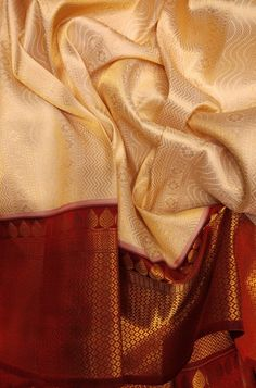 Shop more Handloom Kanjeevaram Saree at Luxurionworld. Rekha Saree, Banarsi Saree, Silk Saree Kanchipuram, Kanjivaram Sarees, Saree Blouse Neck Designs, Bridal Blouse Designs, Kerala Saree, Indian Sarees, Pure Silk Sarees