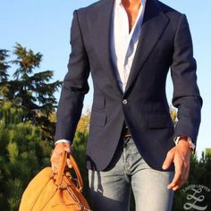 Navy Blazer, White Button Down with Jeans always will be an incredible look!