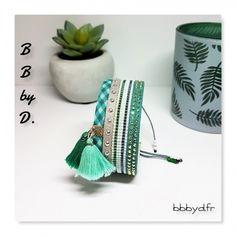 Bracelet Manchette en perles Miyuki Délicas, Pompons et Strass. Bracelet Multirangs vert, argenté. Manchette en perles, style ethnique, bohochic.   BB by D.